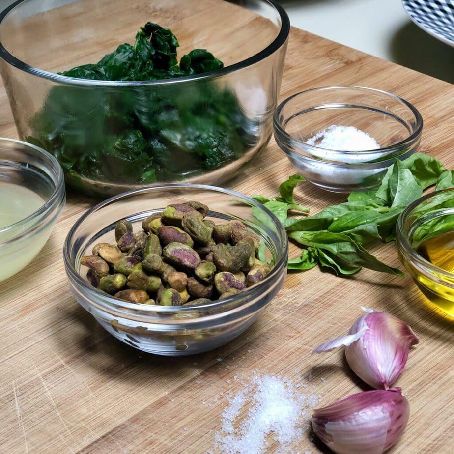 ingredients to make best vegan pesto sauce