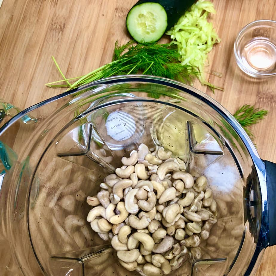 soaked raw cashews in blender