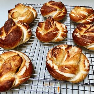 vegan soft pretzels on a cooling rack